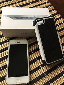 iPhone 5 in mint condition with case and charger