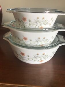 3 Pyrex Glass Nesting Bowls with Lids