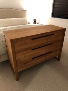 Wood dresser three drawers