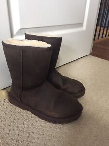 UGGS size 8 Chocolate Suede MINT