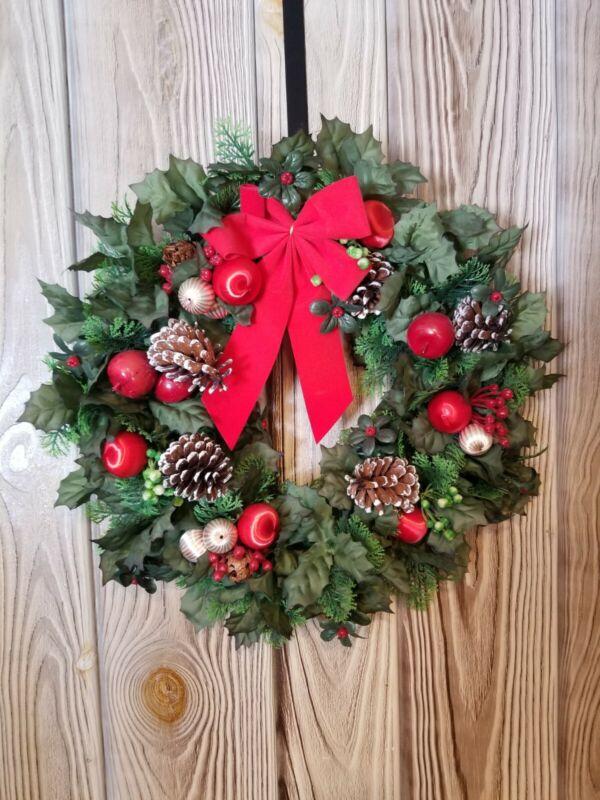 """Vintage Plastic Christmas Wreath Holly Leaves & Berries 16"""" Pinecones"""