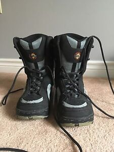 Snowboard Boots World industries Size 6