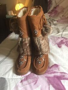 Fur Boots for sale !