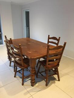6 seater wooden dinning table in good condition