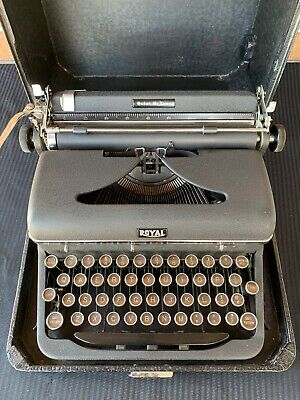 ROYAL QUIET DE LUXE Typewriter Vintage 1953 with case Portable Deluxe
