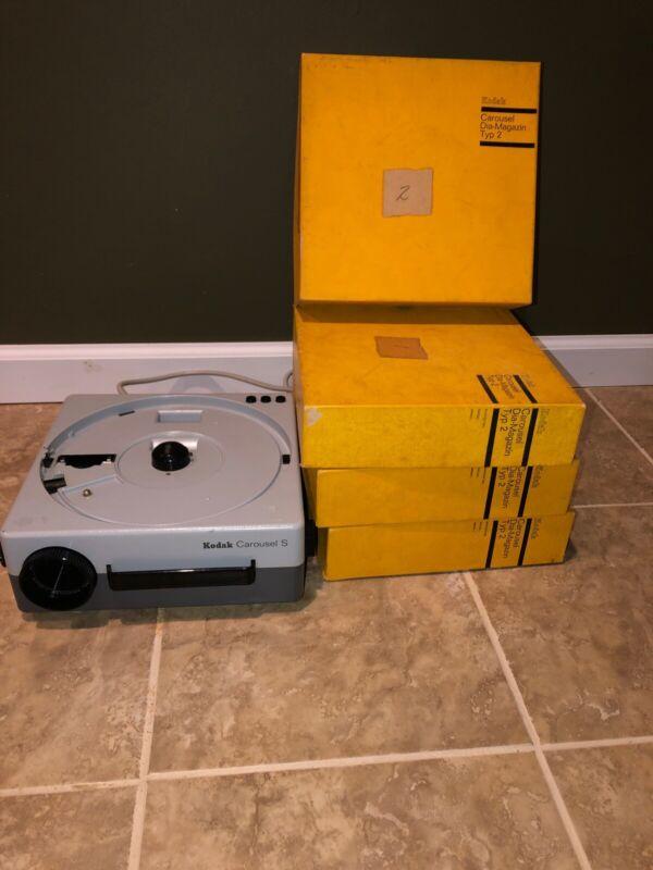 Kodak Carousel S Slide Projector- Tested/Working- Vintage- With 4 Slide Trays
