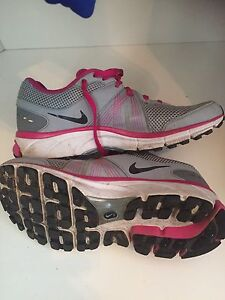 Women's Nike running sneakers grey pink flywire fit sole 8.5