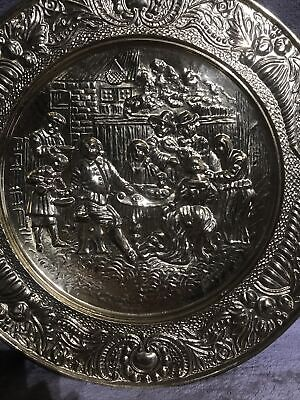 """LARGE BRASS ROUND WALL HANGING EMBOSSED PICTURE PLATE PLAQUE 14"""""""