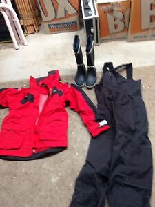 Wet weather clothing for yachting. Bolwarra Maitland Area Preview
