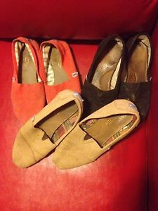 Black, red & tan shoe lot TOMS great deal!
