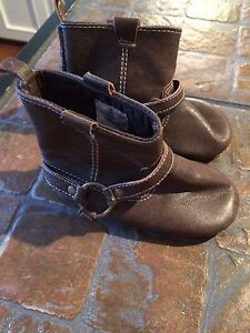 Old Navy 12-18 month slipper boots