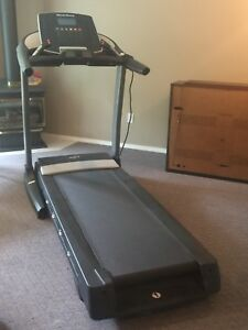 Treadmill with Hydraulics (Awesome Condition)