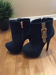 Selling new ankle boot