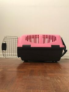 Cat carrier. Airline approved. Price: 10$