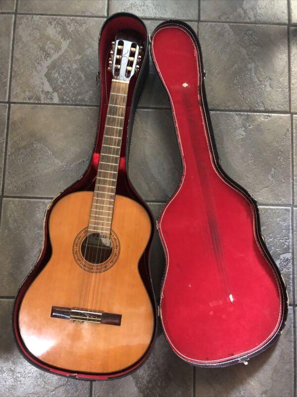 Bruno Ventura Model V-1583 Classical 6-String Guitar With Case 1583