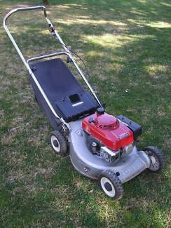 Honda Lawn Mower GXV engine with bag catcher