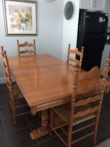 Roxton Trestle Table And Chairs
