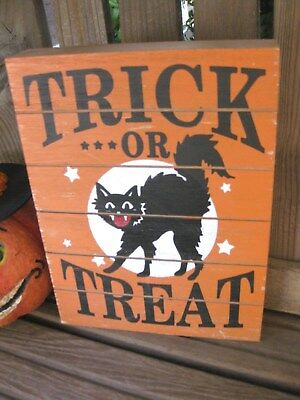 HALLOWEEN BLACK CAT WOODEN Wall SIGN PRIMITIVE Trick or Treat Tabletop DECOR  - Wooden Halloween Signs