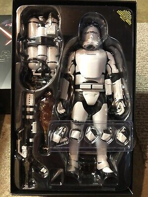 Hot Toys Flametrooper The Force Awakens 1/6 Figure