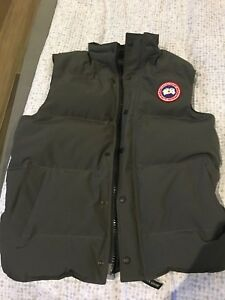CANADA GOOSE VEST // BARELY USED! Size medium