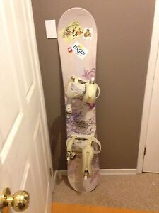 Snowboard 185.00 OBO (female morrow brand beginner board)