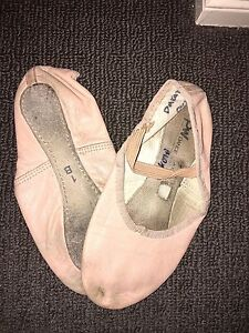 Pre owned dance shoes Colyton Penrith Area Preview