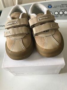 OSH KOSH Boys Size 6 Tan Suede Shoes with Velcro Taylors Lakes Brimbank Area Preview