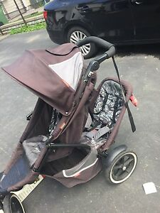 Phil & Teds double stroller with newborn buggy cocoon