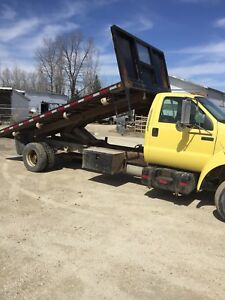 2001 Ford F650 with Grainmaster 17 foot flat deck
