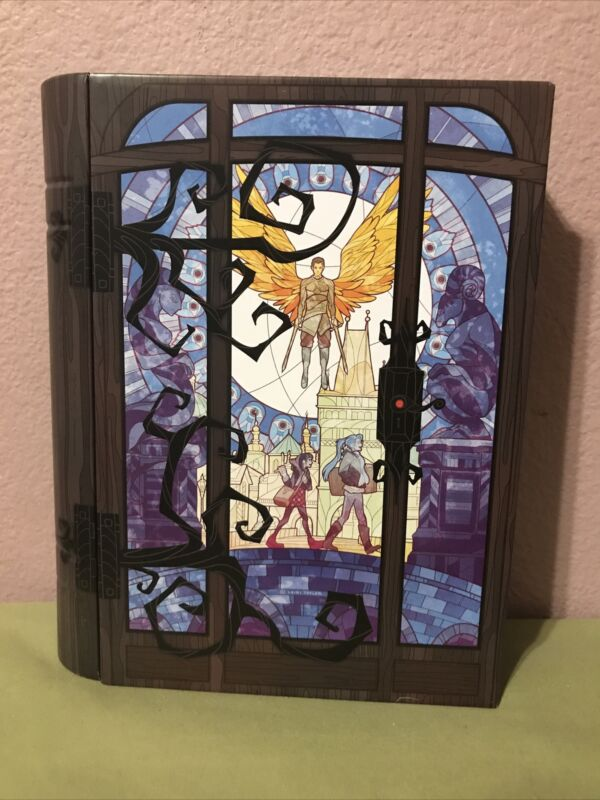 Illumicrate Daughter of Smoke and Bone Book Tin DOSAB A Door Between Worlds DMG!