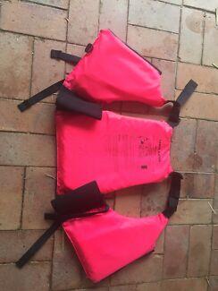 Canoe/kayak PFD life jacket