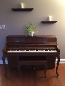 Ennis piano