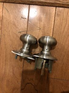 Door knobs ( no lock, two sets)