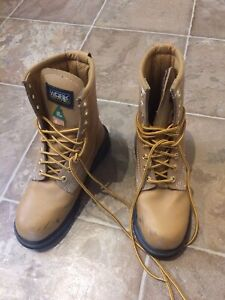 Men's size 7 steel toed boots