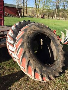 Tractor tire sandboxes