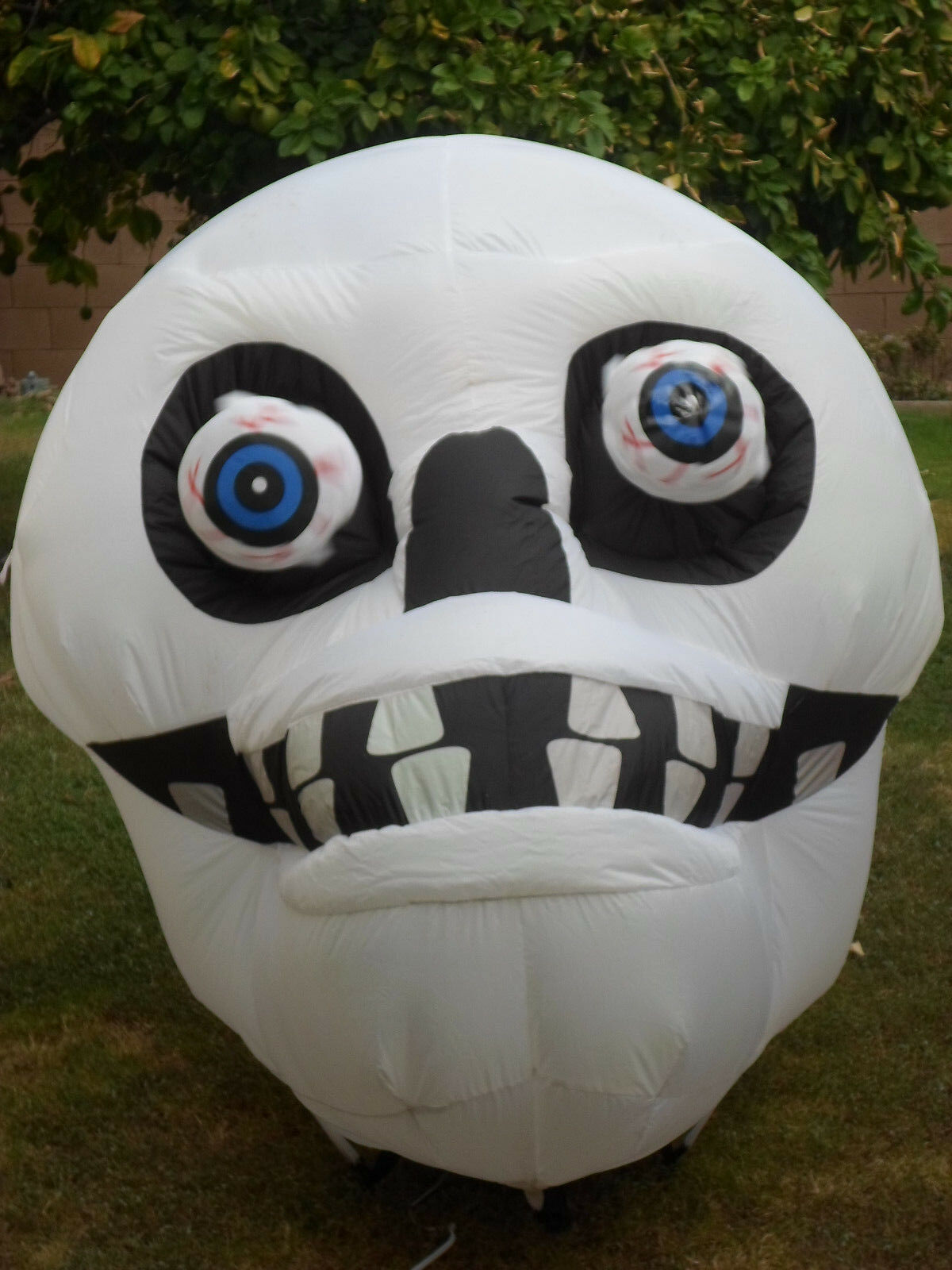 Halloween Animated Lighted Skull Airblown Inflatable - Gemmy