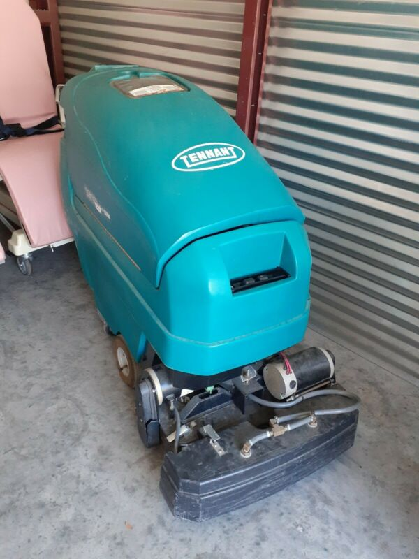 Tennant 1610 Ready Space Battery Walk Behind Carpet Extractor