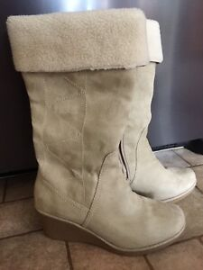 Ladie's Boot, size 8