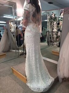 Stunning lace wedding gown - never worn!