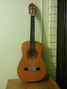 Valencia quarter size classical guitar - spanish flamenco quality Carina Brisbane South East Preview