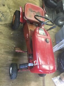 1964 wheel horse lawn tractor