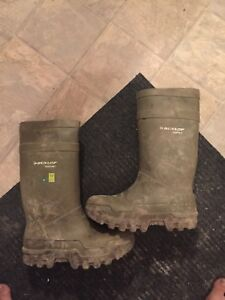 Dunlop size 12 poly rubber work boots. Mint. Read add