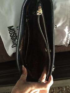 Authentic Moschino purse  West Island Greater Montréal image 7