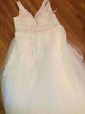 NEW W/ TAGS! $2000 White beautiful Lace work Flare Wedding Dress Size plus 24