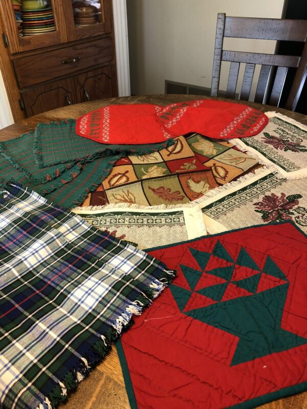 PERFECT Huge LOT of 29 CHRISTMAS Mixed 13 Napkins 16 Placemats Mix And Match