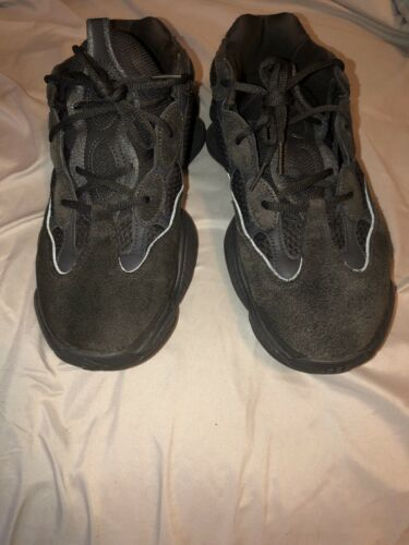 adidas Yeezy 500 Utility Black Size 10.5 good condition