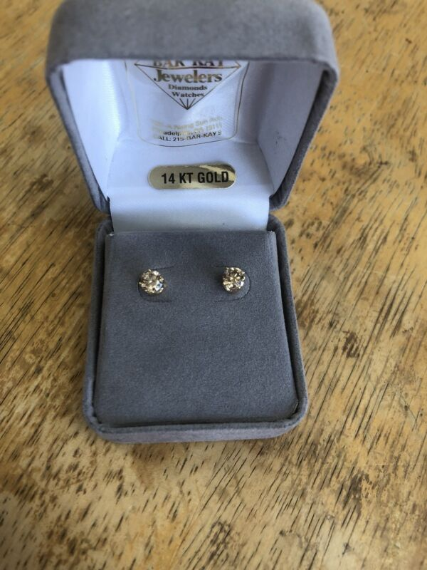 1 CTW Beautiful Champagne Diamond Solitaire Stud Earrings    144
