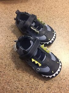 Robeez Shoes - size 3 (6-9 months)