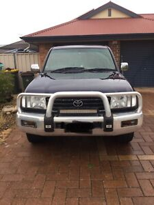 For sale Toyota Land Cruiser GXL.