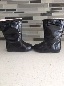 Lined boots size 6